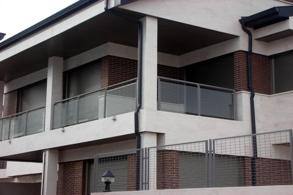 Barandillas para terrazas hierro y mas for Remate de terrazas